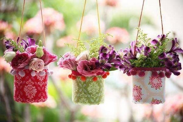 hanging-plastic-bottle-vases-1