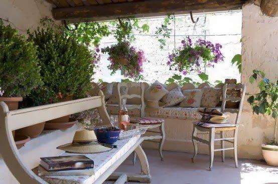 cozy-rustic-patio-designs-3-554x367