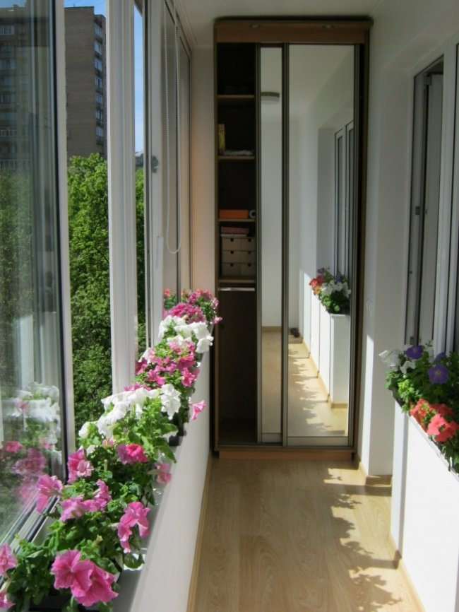 13652760-R3L8T8D-650-balkon4