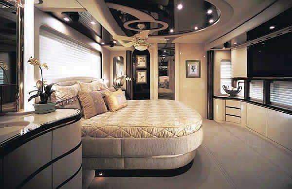 Bedroom-caravan-furnishing-idea