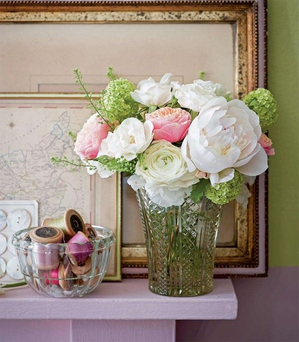 Shabby-Chic-living-room-decoration-ideas-pastel-colors-fresh-flowers