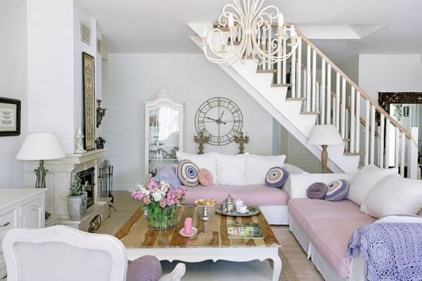 Shabby-Chic-living-room-ideas-pastel-colors-chandelier-wall-clock-decoration