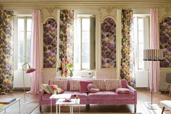 Shabby-Chic-living-room-interior-design-ideas-pink-sofa-floral-curtains-wall-panels