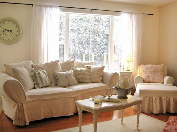 Shabby-Chic-living-room-interior-design-pastel-colors-wall-clock