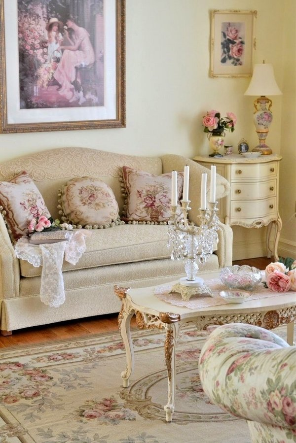 awesome-shabby-chic-living-room-interior-design-neutral-colors-beige-white-floral-pattern-decorative-pillows-carpet