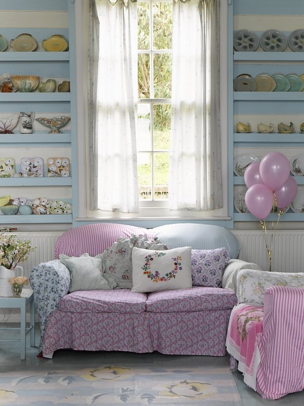 romantic-shabby-chic-liivng-room-interior-design-pastel-colors-two-seater-sofa