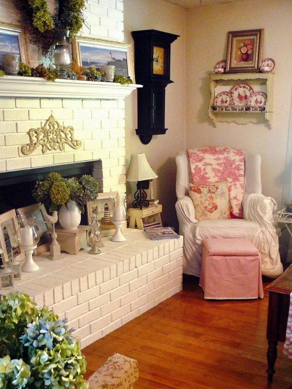 shabby-chic-living-room-decor-cozy-armchair-fireplace-wood-floor