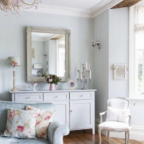shabby-chic-living-room-interior-design-decoration-ideas-pastel-colors-vintage-furniture-antique-mirror-frame