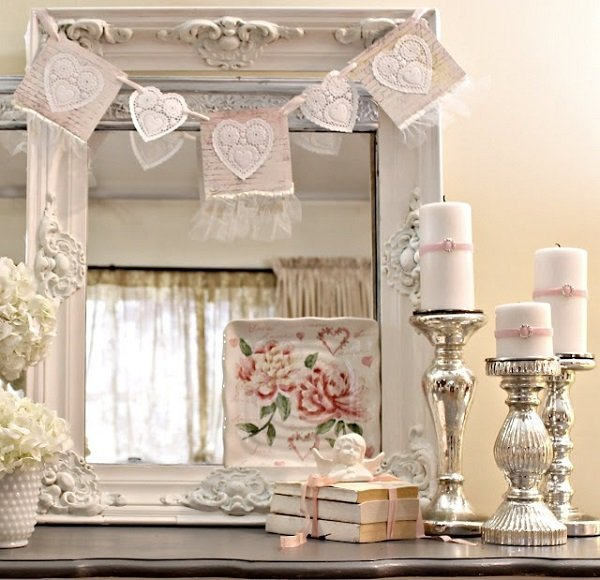 sweet-shabby-chic-decor-ideas-vintage-mirror-frame-candles
