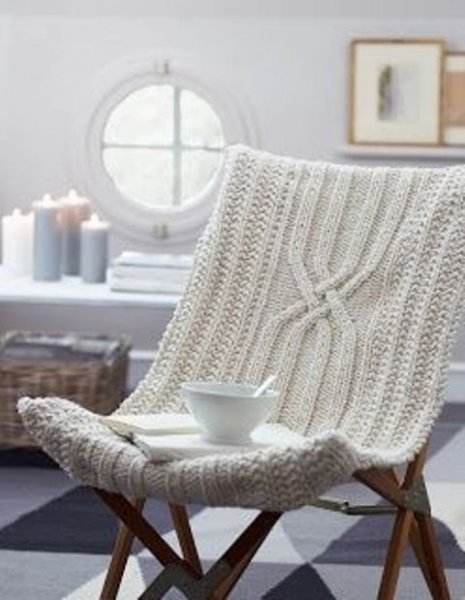 very-comfortable-and-soft-knitted-lounge-chair