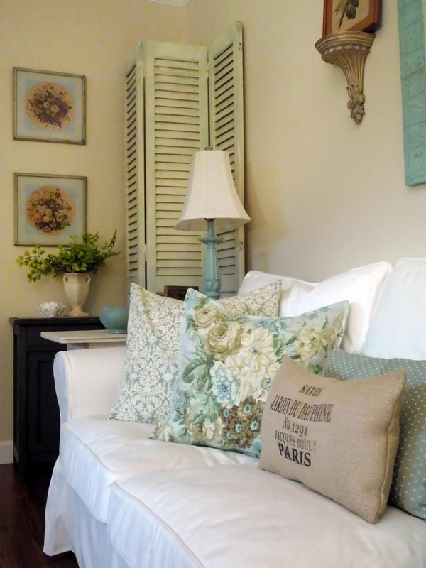 vintage-blue-white-shabby-chic-living-room-interior-design-window-shutters-decorative-pillows